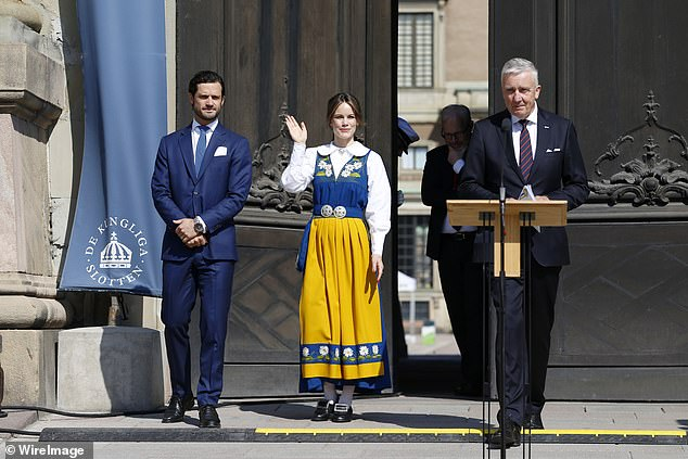 Sofia donned a gorgeous traditional yellow and blue dress, as is customary for senior royals within the royal family